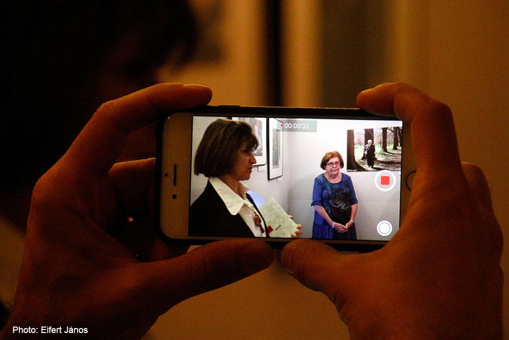 2016.09.09.-London-Katalin-kiáll.megnyitó-Csák-Erika-és-Keleti-Éva-a-képben (Eifert János felvétele)