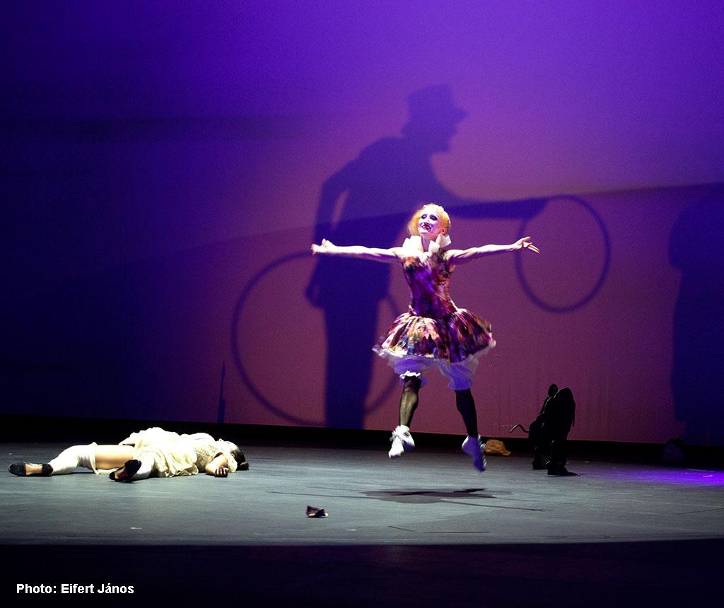 2016.09.21.--Lautrec-táncolni-fog_Lőrinc-Kati (Eifert János felvétele)