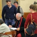 2016.10.19.-Sopron-Eifert-könyvét-dedikálja_Bakki-Zsolt-felvétele
