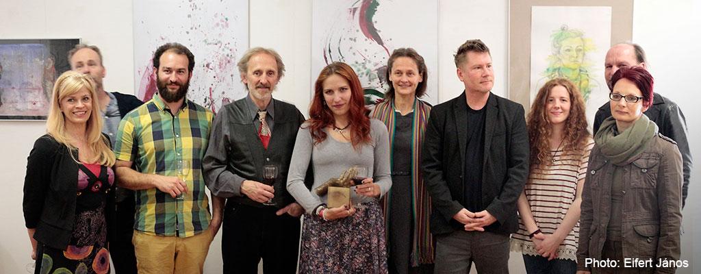2016.04.22.-Győr-Kipakolás-kiállítás-A-tanári-kar-a-díjazottal (Eifert János felvétele)