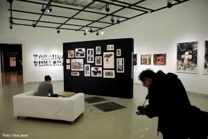 2017.02.07.-Műcsarnok-Stefanovits-Péter-kiállításán-Gime-fényképez (Eifert János felvétele)