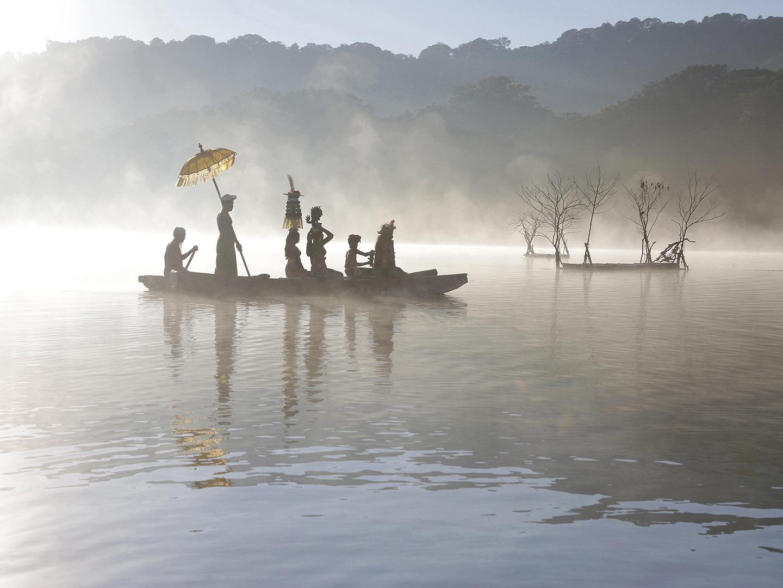 Eifert János: Hajnali szertartás / Dawn ceremony (Bali, 2016)