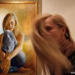 2017.03.10.-Újpesti-Galéria-Hosszúhajú-lány-Csató-Tamás-Jeans-c.-képe-előtt (Eifert János felvétele)