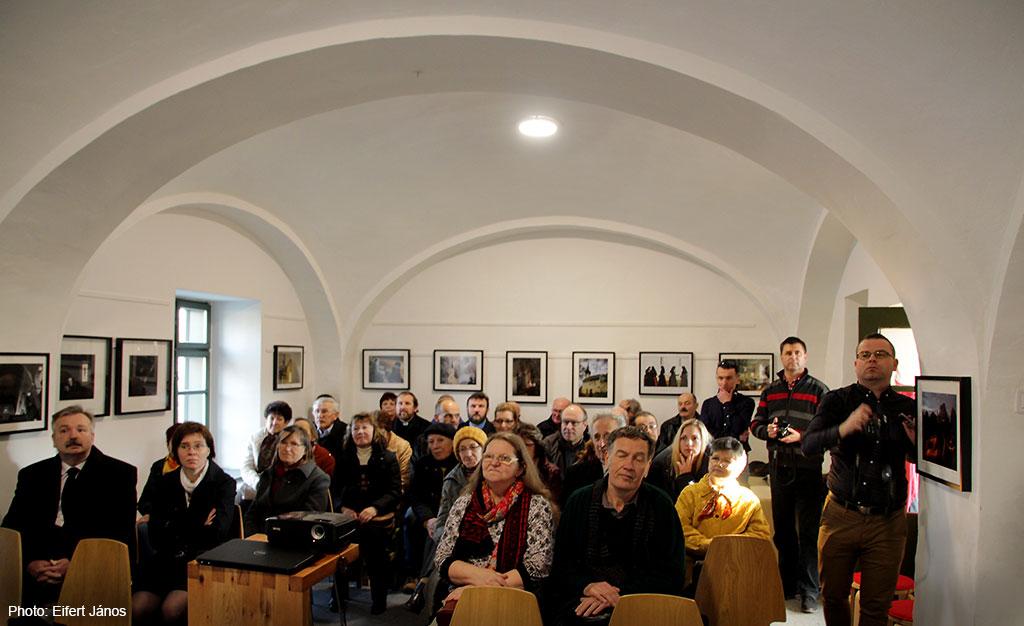 2017.03.13.-Zirc-Reguly-Antal-Múzeum_A-megújulás-lendülete c. kiállításon Gilicze Tamás református lelkész tart megnyitó előadást (Eifert János felvétele)