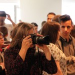 2017.03.30.-EGYMI-FotóSarok-kiállítása-Olasz-Ági fényképez (Eifert János felvétele)