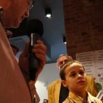 2017.03.30.-EGYMI--Sérült-gyermekek-fotó-kiállításán-Szentannai-Adrián-és-Eifert-János-tárlatvezetése_Bárdos-Tamás-felvétele