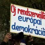 2017.04.15.-Kossuth-téri-tüntetésen: Új rendszerváltást, európai demokráciát (Eifert János felvétele)