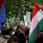 2017.04.15.-Kossuth-téri-tüntetés megyik tábláján: A-Szabadság-tér-sem-tetszik (Eifert János felvétele)