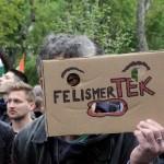 2017.04.15.-Kossuth-téri-tüntetésen: FelismerTEK (Eifert János felvétele)