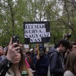 2017.04.15.-Kossuth-téri-tüntetés egyik tábláján: Itt-már-kurva-nagy-gáz-van (Eifert János felvétele)