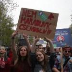 2017.04.15.-Kossuth-téri-tüntetésen: Nem-maradunk-csendben! (Eifert János felvétele)