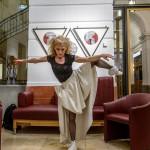 2017.05.05.-Aranytíz-Átrium-Galéria-Lőrinc-Kati-táncol-03_Ritter-Antal-felvétele
