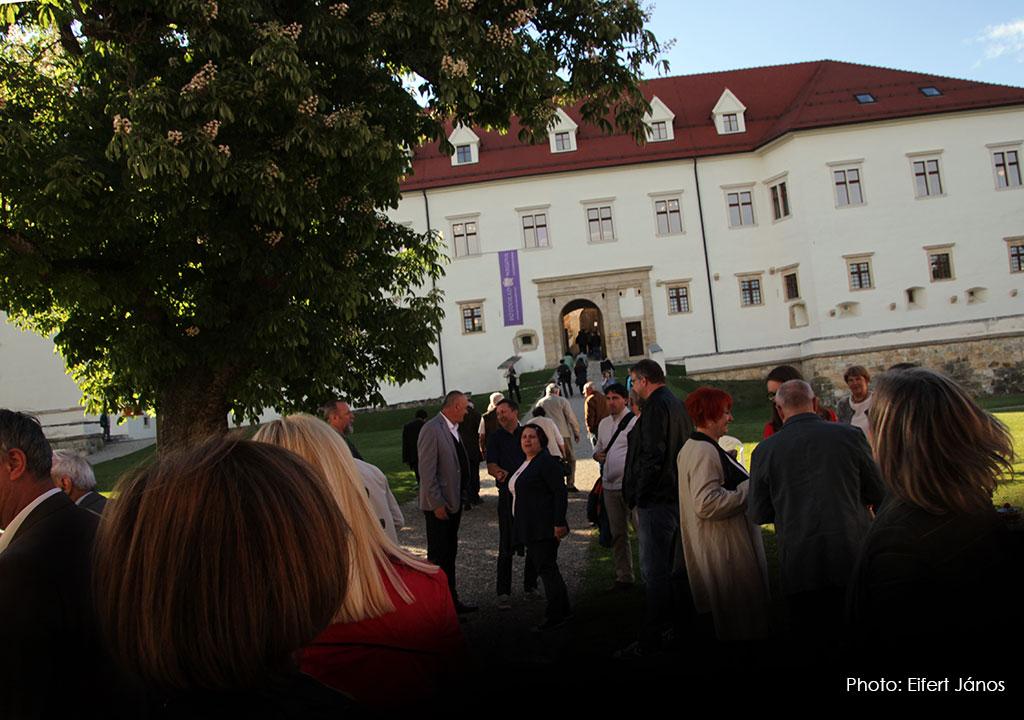 2017.05.13.-Grad-Negova-Kiállításmegnyitó-közönsége (Eifert János felvétele)