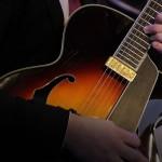 2017.06.30.-Bánki-Jazzfesztivál-James-Morrison-gitárosa-hangszere (Eifert János felvétele)