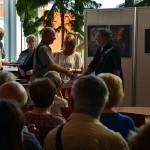 2017.08.26.-Szolnok-Magyar-Fotográfia-Napján-Szilu-átveszi-EFIAP-kitüntetését_Olasz-Ági-felvétele