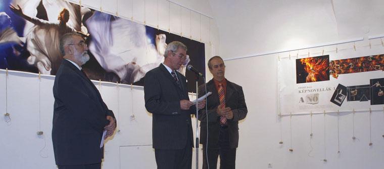 40-év-Szenti Tibor, Almási István polgármester és Eifert János fotóművész, életmű-kiállításának megnyitóján (Hódmezővásárhely, Alföldi Galéria)